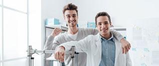 Forscher und Unternehmer arbeiten zusammen